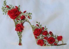 broderie au ruban, escarpin de roses rouges