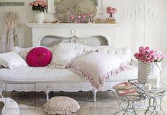 Romantic Homes Exterior Shabby Chic - Kalyn Kerensky Modern Shabby Chic, Blue Shabby Chic, Shabby Chic Dining, Shabby Chic Bedrooms, Shabby Chic Homes, Shabby Chic Furniture, Shabby Chic Decor, Romantic Living Room, Romantic Home Decor