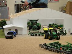 Pictures from the 2012 National Farm Toy Show held in Dyersville, Iowa. John Deere Toys, John Deere Tractors, Toy Barn, Farm Barn, Tractor Room, Farm Layout, Farm Paintings, Diorama, Toy Display