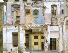 Urban Archeology, photography by Stéfane Couturier, 2005, in La Havane, Amistad, Cuba
