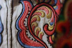 Folk Costume, Costumes, Folk Embroidery, Needlework, Mosaic, Textiles, Characters, Explore, Bathroom