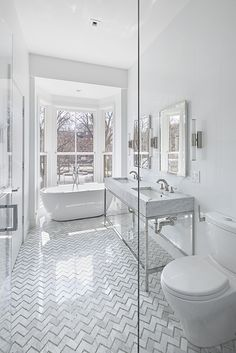 Design All White Bathroom: Give Your Bathroom Timeless Appeal With An All White – Nosebagni Small Bathroom Colors, Gray And White Bathroom, White Vanity Bathroom, Grey Bathrooms, Master Bathroom, Small Vanity, Beautiful Bathrooms, Bathroom Tile Designs, Modern Bathroom Design