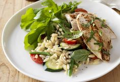 Weight Watchers' basil chicken with tomatoes and zucchini risoni recipe - 9Kitchen