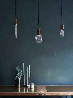 GIF, žárovky nad jídelním stolem
