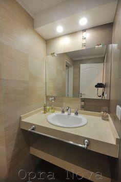 Modern Bathroom Vanity Lighting Ideas For Inspiration - JustHomeIdeas Home Decor Kitchen, Home Decor Bedroom, Room Decor, Bathroom Vanity Lighting, Modern Interior Design, Modern Bathroom, Interior Decorating, Nova, Ideas Para