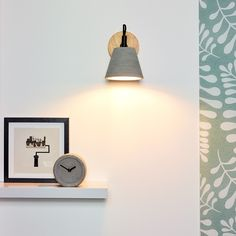 Possio Scandinavian Round Concrete Taupe and Wood Wall Light Barn Lighting, Lighting Store, Accent Lighting, Lighting Ideas, Led Filament, Concrete Wood, Direct Lighting, Modern Wall Lights, Luminaire Design