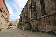 Kirche, an der Mauer