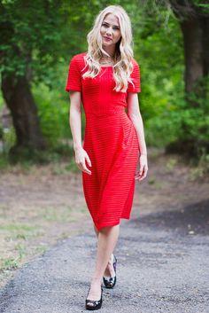 Scarlett Modest Dress in Red