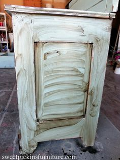 I am curious about this wax for aging wood projects. Sweet Pickins Milk Paint - Dark Wax Tutorial