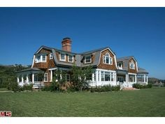 The Couple that Is, Castle's House in the Hamptons