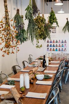 kinfolk dinner / hanging dried herbs over table The Kinfolk Table, Deco Restaurant, Restaurant Tables, Hanging Herbs, Hanging Flowers, Estilo Tropical, Pub Set, Deco Floral, Deco Table
