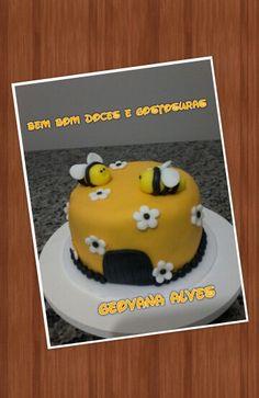Mini bolo casa da abelhinha