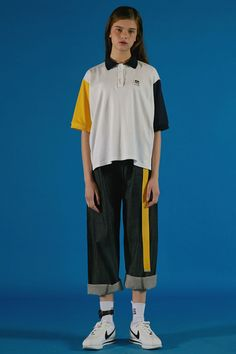 Contemporary Korean fashion label ADER Error Spring / Summer Collection featuring bold colors and fun digital prints that keep streetwear fun. Streetwear Mode, Streetwear Fashion, Moschino, Versace, Burberry, Indie, Fashion Outfits, Womens Fashion, Fashion Trends