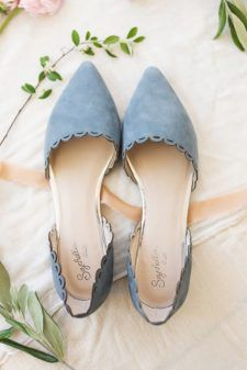 hochzeitsschuhe flach 15 Flat Wedding Shoes To Dance All Night Converse Wedding Shoes, Wedge Wedding Shoes, Unique Wedding Shoes, Comfortable Wedding Shoes, Bride Shoes Flats, Wedding Flats For Bride, Blue Bridal Shoes, Bridal Flats, Beach Wedding Shoes