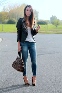 ZARA jacket, t-shirt and jeans, DUNE heels, LOUIS VUITTON 'Trevi' bag and MICHAEL KORS watch.