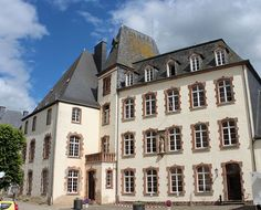 File:Wiltz castle, Luxembourg.