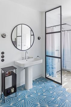 łazienka / bathroom our project #idea #elegant #colors #blue #beige #patterns  #inspiration #interiordesign #inspiracje #wnętrza #tatemono Mirror, Bathroom, Furniture, Home Decor, Washroom, Decoration Home, Room Decor, Mirrors, Full Bath