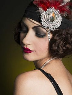 However, many people can be worried about how to carry off the vintage great Gatsby makeup look. The number one piece of advice, though, has to be to find pieces that you fall in love with and not … Great Gatsby Makeup, 1920s Makeup Gatsby, 1920 Makeup, Roaring 20s Makeup, Vintage Makeup, Vintage Beauty, Retro Makeup, Fascinator, Headpiece