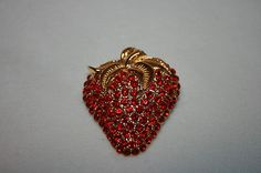 VINTAGE LARGE RED PAVE' CRYSTAL STRAWBERRY PIN W/ GOLDPLATE LEAVES