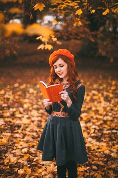 A Few of My Favorite Things (A Clothes Horse) Autumn Instagram, Vintage Outfits, Vintage Fashion, Pretty Outfits, Fall Outfits, Silhouette Photography, Photoshoot Themes, Autumn Aesthetic, Autumn Photography