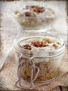 Cous cous al pesto finto, con lenticchie e crema di tofu affumicato (veg)
