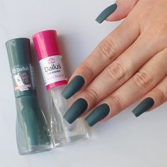 Simple nails design can be beautiful and fashionable. In the pictures below, we collected simple manicure designs. Acrylic Nail Designs, Acrylic Nails, Nail Paint Shades, Beauty Hacks Nails, Cute Nail Polish, Nail Designer, Cute Spring Nails, Diy Manicure, Dream Nails
