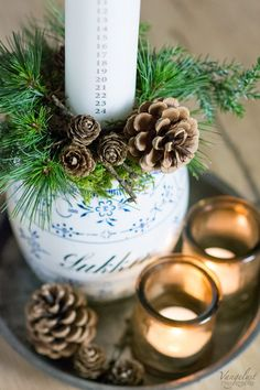 Billedresultat for kalenderlys Christmas Swags, Christmas Makes, Silver Christmas, Noel Christmas, Christmas Crafts, Christmas Decorations, Xmas, Christmas Ornaments, Burlap Christmas