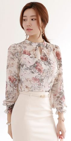 22 Elegant Blouses That Will Inspire You This Winter outfit fashion casualoutfit fashiontrends Hijab Fashion, Korean Fashion, Fashion Dresses, Women's Fashion, Winter Fashion, Designs For Dresses, Hijab Stile, Frack, Stylish Dresses