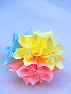 Oh So Ihana! Paper Flowers, Easy Crafts, Origami, Napkins, Projects To Try, Lifestyle, Tableware, Diy Lampshade, Flowers