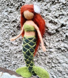 Mořská panna Mořská panna z ovčího rouna, plstěná jehlou