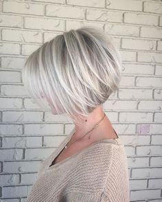 Hopefully everyone had a wonderful Holiday! Back to the salon tomorrow, can hardly wait to get my hands on some hair!! In the meantime, we'll flash back to easily one of my favorite bobs of all. ❄️✨