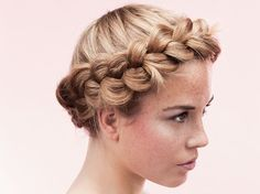 Beauty-DIY: Modernen Gretchenkranz flechten / how to braid you hair into a summerly hair wreath via DaWanda.com