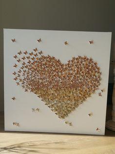 Een hart vorm gemaakt van uitsponsde vlindertjes.  Ik heb hierbij 4 soorten gouden glittervellen gebruikt, om een mooi gemalleerd effect te krijgen. Een leuk cadeau om te geven voor een bruiloft, vader- moederdag of voor je grote liefde!