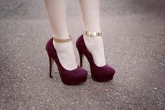 Gold ankle cuffs toaccentuatethe heels. Fab or Not?