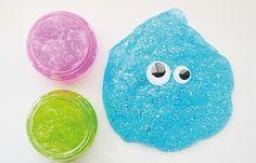 Con pocos materiales y en pocos minutos podrás hacer esta ingeniosa masa gelatinosa que hará divertir a los chicos por bastante tiempo. No te pierdas ni un detalle para que quede perfecta!!