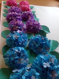 今日、水色のアジサイが咲いていました。雨も降って…いよいよ 梅雨入り宣言 の季節です。どうです?! 本物っぽいでしょう?これ、お花紙と色画用紙を使って作っ...
