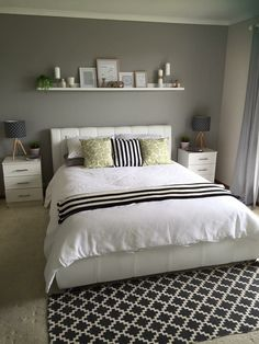 how to make cozy bedroom decorating you'll love 1 ~ Best Dream Home Couple Bedroom, Small Room Bedroom, Cozy Bedroom, Bedroom Inspo, Small Rooms, Bedroom Ideas, Bedroom Inspiration, Romantic Bedroom Decor, Simple Bedroom Decor