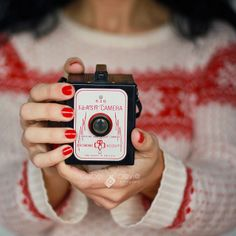 Awesome Vintage Camera | Flickr - Photo Sharing! Source: Isabel Pavia, via: Flickr