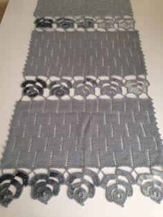 Pretty Crochet table runner Would make a nice homemade Christmas gift – Harika El işleri-Hobiler Crochet Cardigan, Crochet Scarves, Crochet Shawl, Crochet Lace, Knitting Paterns, Knitting Stitches, Crochet Patterns For Beginners, Easy Crochet Patterns, Crochet Table Runner
