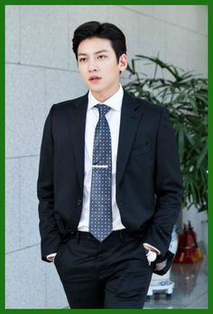 Suspicious Partner is back with more teaser goodness! The new SBS romantic-comedy drama stars Ji Chang-wook (The as Noh Ji-wook, the No. Shopping King Louis, Suspicious Partner Kdrama, Ji Chang Wook Smile, Ji Chang Wook Photoshoot, Handsome Korean Actors, Korean Star, Kdrama Actors, Korean Celebrities, Golf Outfit