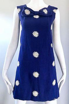 1960s Navy Blue Cotton Daisy Flower Print Vintage 60s Shift A - Line Dress