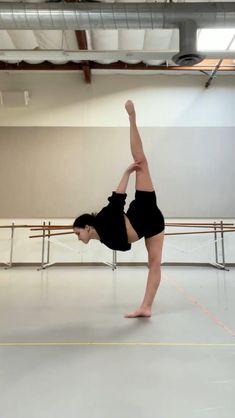 Modern Dance Moves, Contemporary Dance Moves, Dancer Workout, Gymnastics Workout, Flexibility Dance, Flexibility Workout, Dance Tips, Dance Lessons, Dance Photos
