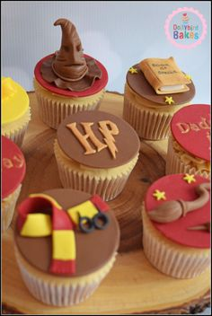 Harry Potter Cupcakes – Cake by Dollybird Bakes Harry Potter Cupcakes – Kuchen von Dollybird Bakes Harry Potter Cupcakes, Harry Potter Torte, Harry Potter Desserts, Harry Potter Treats, Harry Potter Bday, Harry Potter Birthday Cake, Harry Potter Food, Harry Potter Cake Decorations, Harry Potter Cupcake Toppers