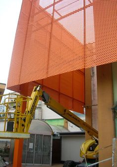 Façade cladding: expanded metal and wirmesh from MARIANItech® product line are the ideal solution for the exteriors of buildings, especially when used as a coating of facades. Signage Design, Facade Design, Wall Design, Perforated Metal Panel, Metal Panels, Building Skin, Building Facade, Commercial Architecture, Facade Architecture