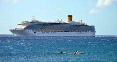 Un navire de la compagnie Costa en baie de Fort de France
