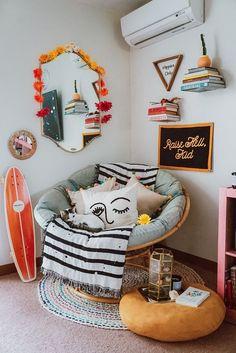 26 Rustic Bedroom Design and Decor Ideas for a Cozy and Comfy Space - The Trending House Cute Room Ideas, Cute Room Decor, Teen Room Decor, Boho Bedroom Decor, Room Decor For Guys, Decorations For Room, Beachy Room Decor, Orange Room Decor, Girl Dorm Decor