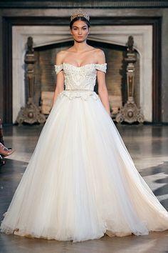 """#Wedding Gown Trends 2015 - """"Corset Dress"""" from Inbal Dror 2015年のウェディングドレスのトレンド「コルセットドレス」。マリー・アントワネットの時代から受け継がれる古き良きドレススタイルは、グラマラスに女性らしさを表現できます。"""