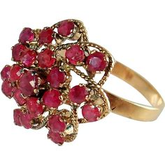 Fascinating 1910s Edwardian ruby cluster ring, Incredible mêlée of natural Rubies, 9K stamped gold and gemstones, bridal jewelry