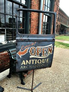 Antique Archaeology and Surrounding Shops – Nashville, Tennessee Car door