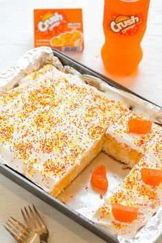 Orange Crush Poke Cake - Bold Orange Crush flavor in this EASY cake that's . - Cakes - Orange Crush Poke Cake - Bold Orange Crush flavor in this EASY cake that's . Köstliche Desserts, Delicious Desserts, Dessert Recipes, Desserts Caramel, Easy Cake Recipes, Frosting Recipes, Caramel Apples, Poke Cakes, Cupcake Cakes
